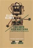 Copertina dell'audiolibro Accanto alla macchina di ULLMAN, Ellen (Trad. Vincenzo Latronico)