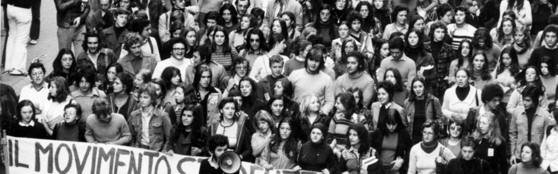 Folla di manifestanti durante le proteste del '68