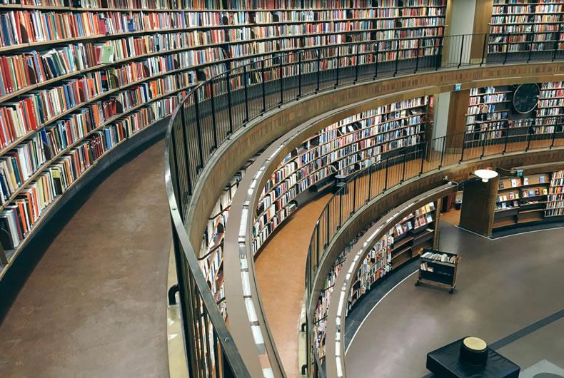 Immagine di una grande biblioteca